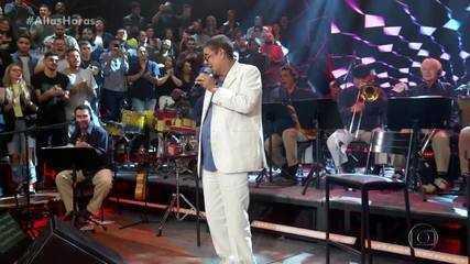 Zeca Pagodinho cantou grandes sucessos no palco do 'Altas Horas'
