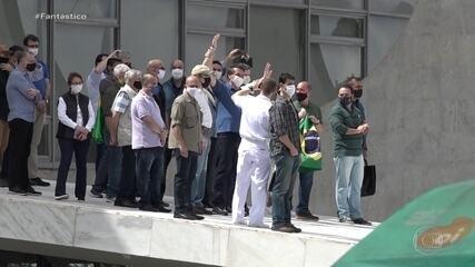 Bolsonaro participa de ato pró-governo no Palácio do Planalto