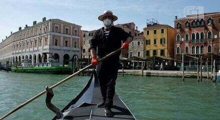 Gôndolas voltam a circular em Veneza