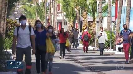 Movimento grande de pessoas marca primeiro dia de feriado prolongado em SP