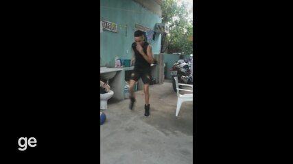 Batata, lateral do Santos-AP durante treino em casa