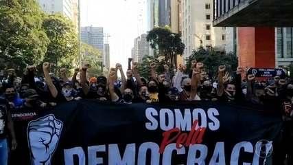 Manifestação a favor da democracia termina em confronto com a polícia em São Paulo