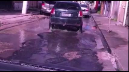 Rua Arcipreste Manoel Teodoro repleta de buracos