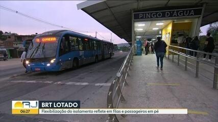 Movimento na estação do BRT de Pingo D'água