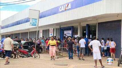 Governo anuncia que vai estender por mais dois meses o pagamento do auxílio emergencial