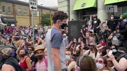 Prefeito de Mineápolis é expulso de manifestação