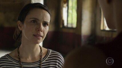 Natalie questiona Verônica sobre traição