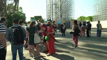 Torre Eiffel reabre ao público após lockdown por causa do coronavírus