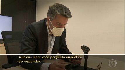Advogada que conviveu com Queiroz em Atibaia diz que a mulher dele passava dias na casa