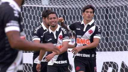 Gol do Vasco! Benítez chuta torto, mas Cano consegue empurrar para o gol, aos 20' do 1T