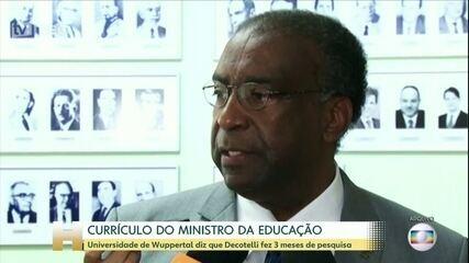 Governo adia posse do novo ministro da Educação, Carlos Decotelli