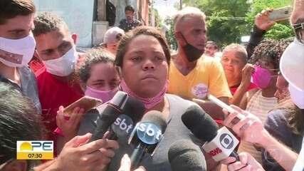 Caso Miguel: tumulto em porta de delegacia marca depoimento de Sarí Côrte Real