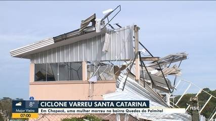 Mulher morre atingida por árvore em Chapecó durante ciclone