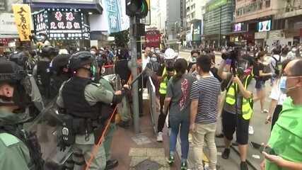 Centenas de pessoas são presas em Hong Kong