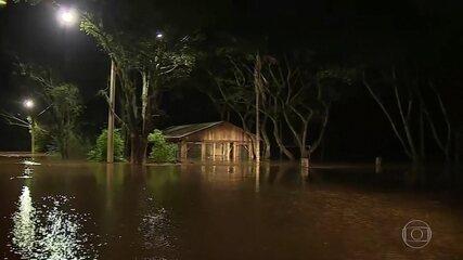 Tempestade deixa mais de 2 mil pessoas desalojadas no Rio de Grande do Sul