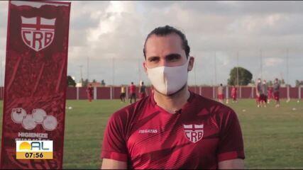 Atacante Léo Gamalho conquista o coração dos torcedores do CRB pelo bom desempenho