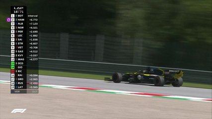 Ricciardo tem problemas no carro