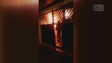 Casa pegou fogo no bairro Aviação, em Praia Grande