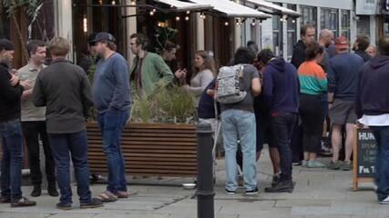 Pubs na Inglaterra fecham depois de reabrir no fim de semana