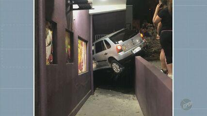Motorista perde controle de carro e invade estabelecimento comercial em Indaiatuba