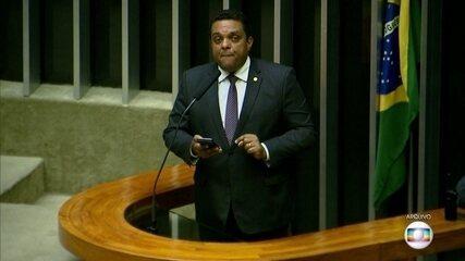 Vice-líder do governo na Câmara usa redes sociais para insultar Alexandre de Moraes
