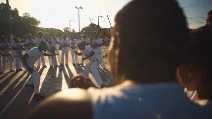 Especialistas falam das heranças deixadas pelos bantus para o Brasil, como a capoeira
