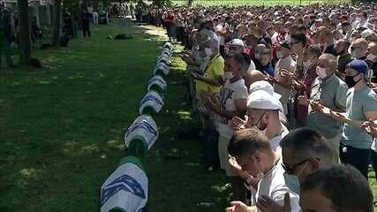 Bósnia relembra os 25 anos do massacre de Srebrenica