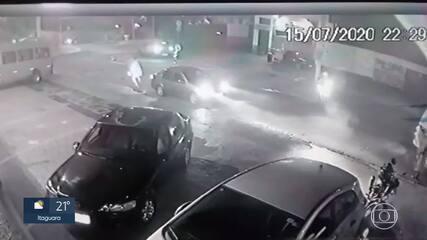 Homens são presos depois de assaltar motorista de aplicativo