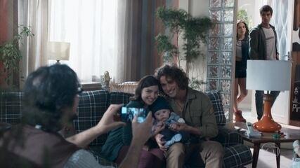 Tato vê Keyla com Deco e Tonico