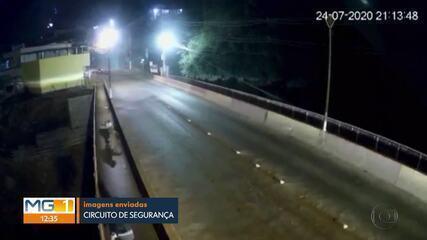 Cachorro é jogado de ponte em Brumadinho