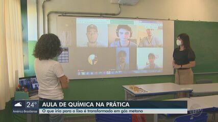 Professora de Química ganha prêmio por ensinar de forma prática e criativa em São Carlos