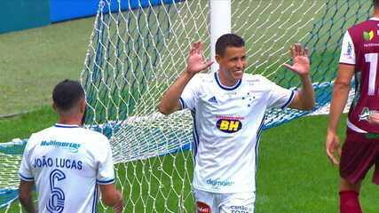 Gol do Cruzeiro! Roberson amplia de cabeça, aos 31' do 2º tempo
