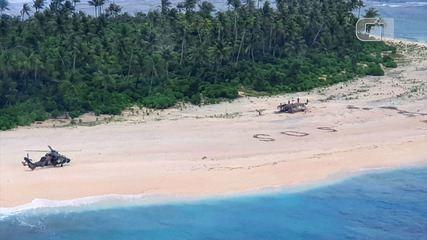 Homens são resgatados de ilha no Oceano Pacífico após escreverem 'SOS' na areia