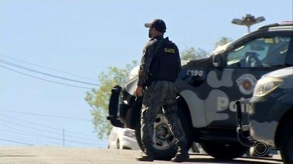 Homem é internado após disparar tiros da sacada do prédio em Itatiba