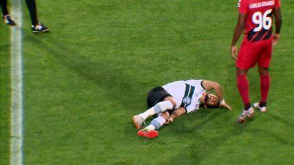 Coritiba x Athletico: Rafinha sofre lesão em entrada de Abner Vinícius