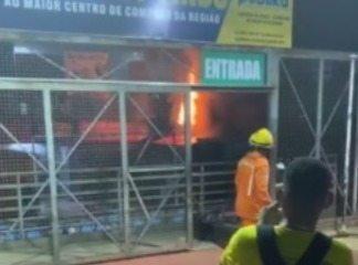 Bombeiros controlam incêndio no Shopping da Cidade