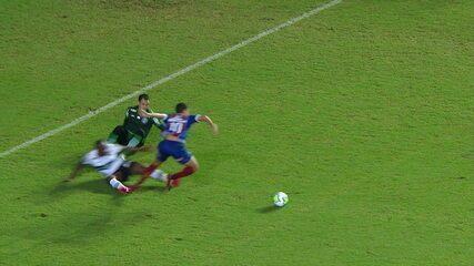 É pênalti! Após contra-ataque, Rodriguinho é derrubado por Sassá na área, aos 37 do 1º tempo