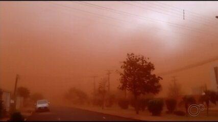 Tempestade de areia 'fecha o tempo' e atinge cidades do centro-oeste paulista