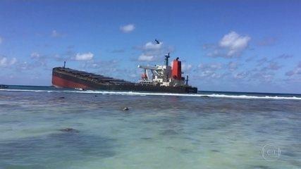 Ilhas Maurício lutam para remover navio que derramou mil toneladas de óleo no mar