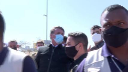 'Minha vontade é encher tua boca na porrada', diz Bolsonaro a jornalistas
