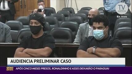 Ronaldinho Gaúcho e seu irmão Assis são libertados da prisão no Paraguai