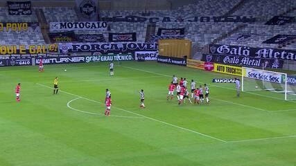 Rafael salva o Atlético-MG duas vezes e evita segundo gol do Tombense, aos 36 min do 2T