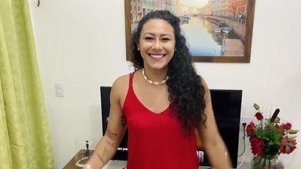 Elaine Gomes, da seleção de handebol, comenta congelamento da suspensão por doping