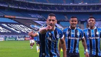 Gol do Grêmio! Após bola na trave, Diego Souza pega o rebote e marca, aos 13 do 1'T