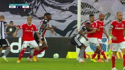 Marcelo Benevenuto é puxado na área, mas arbitragem não marca nada aos 26 do 1º tempo