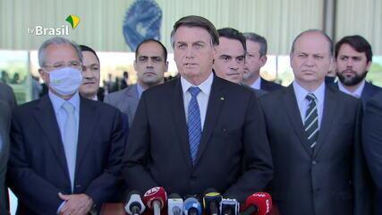 Bolsonaro anuncia que auxílio emergencial será de R$ 300 até o fim do ano