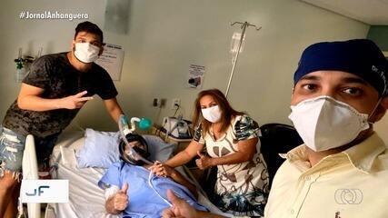 Cantor Cauan junto com a família visita o pai internado em hospital com coronavírus