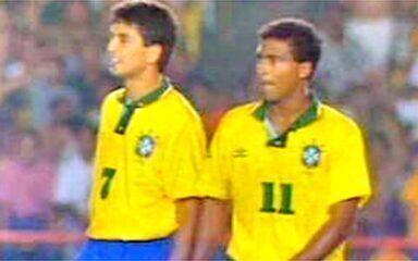 Em 1993, Romário faz dois gols e classifica a seleção para Copa do Mundo
