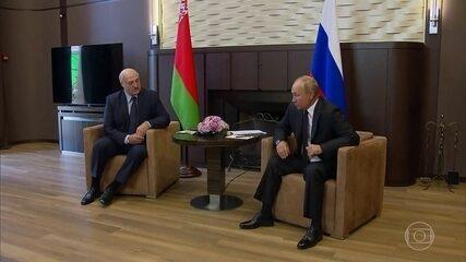 Presidente da Belarus visita Vladimir Putin em busca de apoio para se manter no cargo