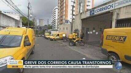 Greve dos trabalhadores dos Correios causa transtorno na entrega de encomendas em Salvador